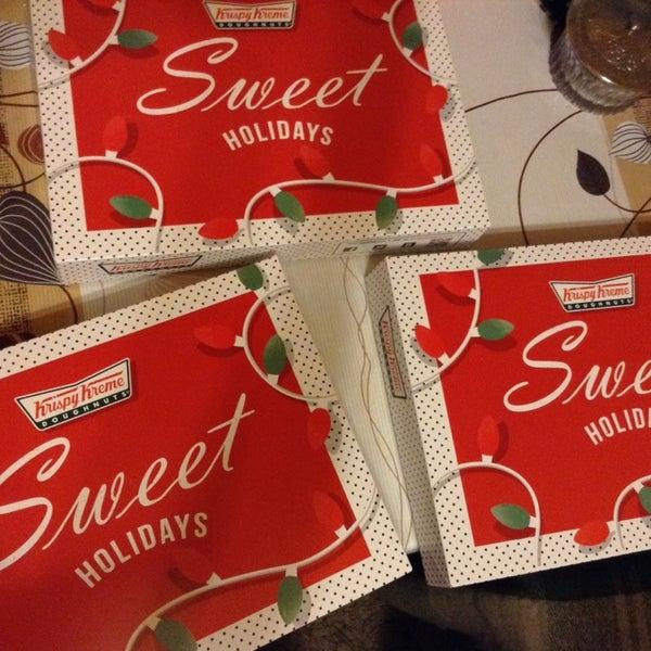Снимок сделан в Krispy Kreme пользователем Kayzelberg 12/12/2013