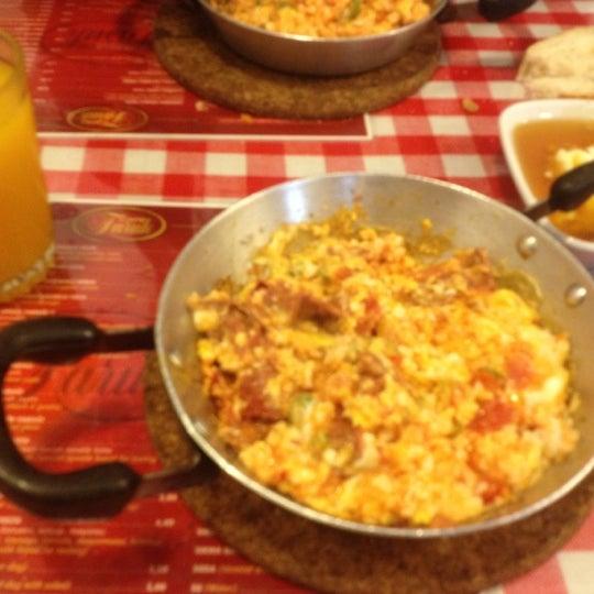 10/24/2012 tarihinde Onur K.ziyaretçi tarafından Café Faruk'de çekilen fotoğraf