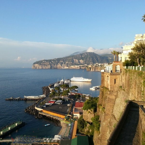 Where's Good? Holiday and vacation recommendations for Sorrento, Italy. What's good to see, when's good to go and how's best to get there.