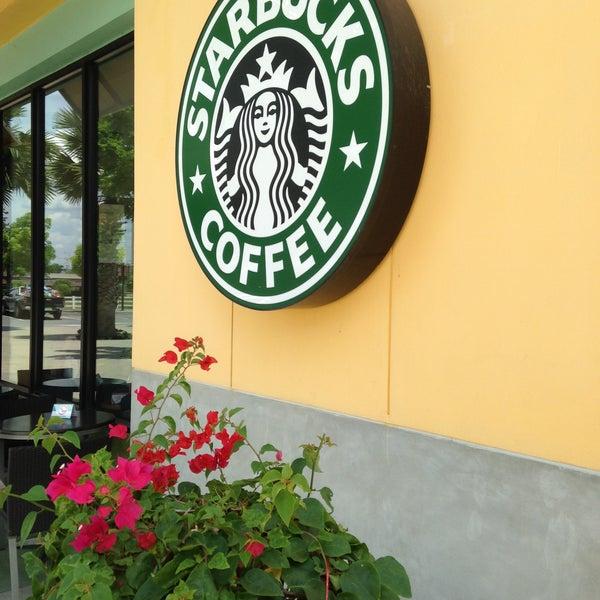Photo taken at Starbucks by P'ung P. on 5/12/2013