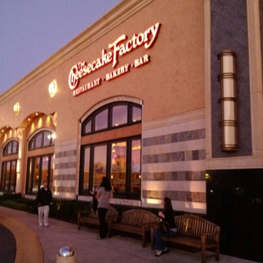 The cheesecake factory american restaurant in louisville for Fish restaurants in louisville
