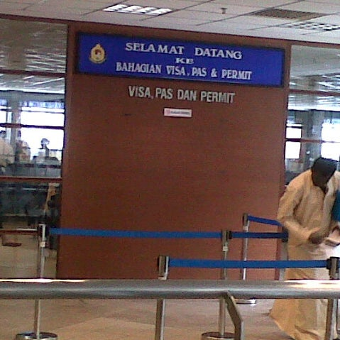 Photo taken at Jabatan Imigresen Malaysia by Hisyam M. on 5/17/2013