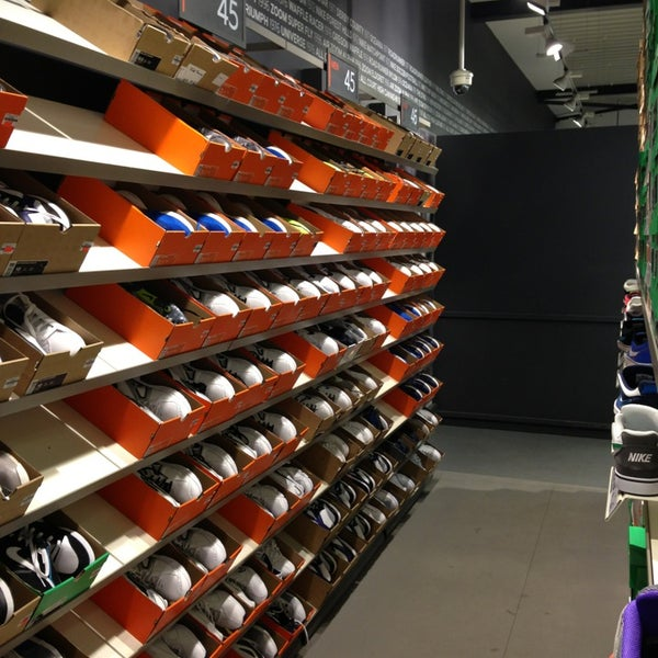 new product 3283c 3b476 ... discount nike factory store 10 tips from 2793 visitors f1fd0 560da ...