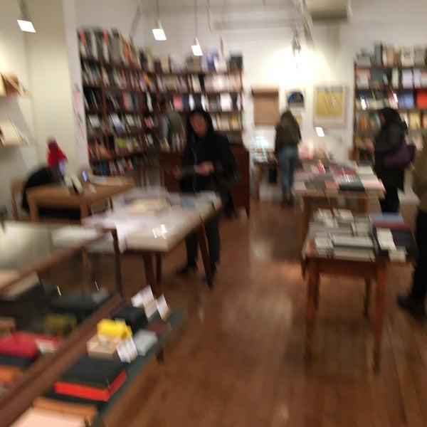 Das Foto wurde bei McNally Jackson Store: Goods for the Study von Albert C. am 11/19/2017 aufgenommen