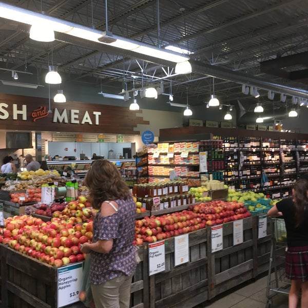 Foto tirada no(a) Whole Foods Market por Albert C. em 7/8/2018