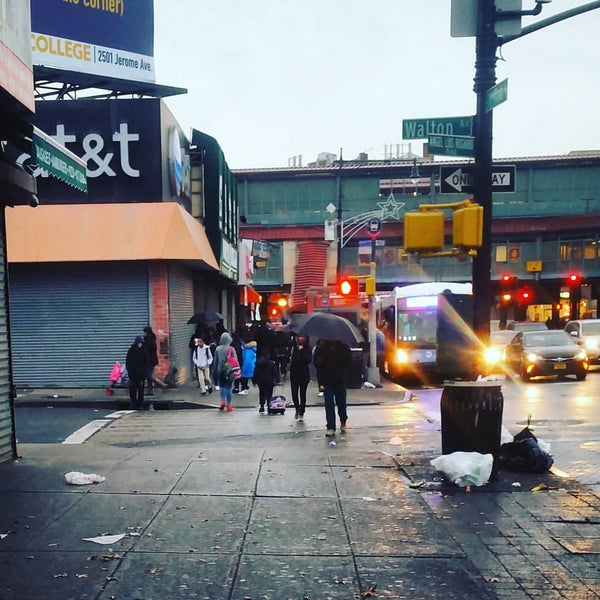 Photo taken at MTA Subway - Fordham Rd (4) by Thunda J. on 11/29/2016