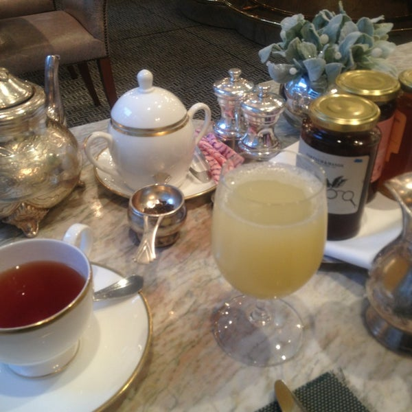 Photo taken at Fortnum & Mason by MP on 12/28/2012