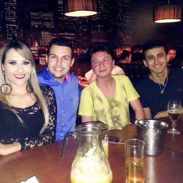 Foto tirada no(a) Mr. Pub por Rafael B. em 7/14/2014