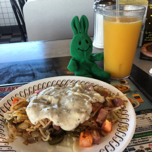 Photo taken at Waffle House by greenie m. on 11/19/2016