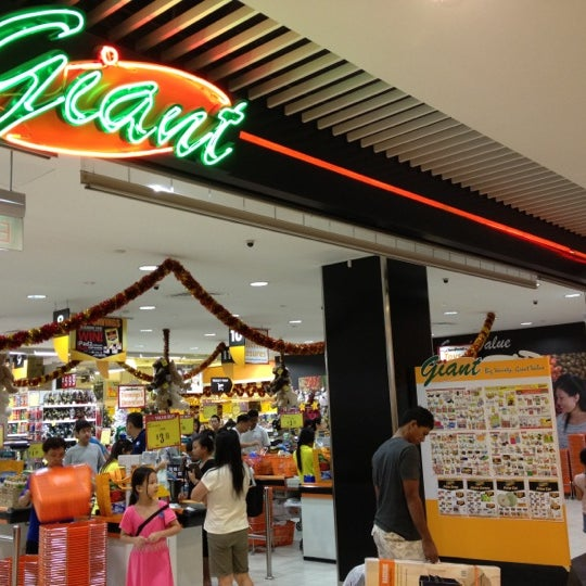 hypermarket and giant essay Working under giant hypermarket is awesome because i can make friend with many people in difference religion there are chinese, indian and malay people work together the general manager also is a nice guys not to strict.