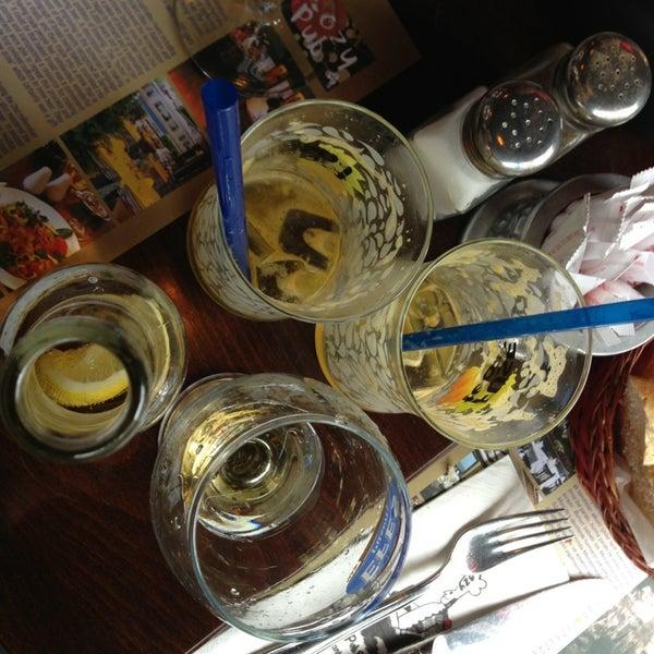 3/27/2013 tarihinde Natalia G.ziyaretçi tarafından Cozy Bar&Restaurant'de çekilen fotoğraf