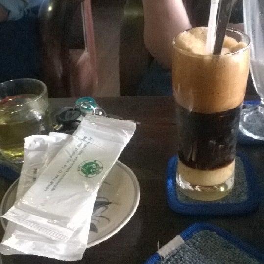 Photo taken at Lộc Vừng Café by Rose N. on 2/6/2014
