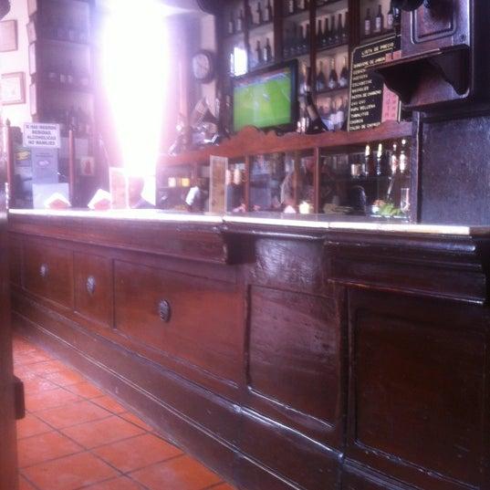 Foto tomada en Antigua Taberna Queirolo por Pocho C. el 12/6/2012