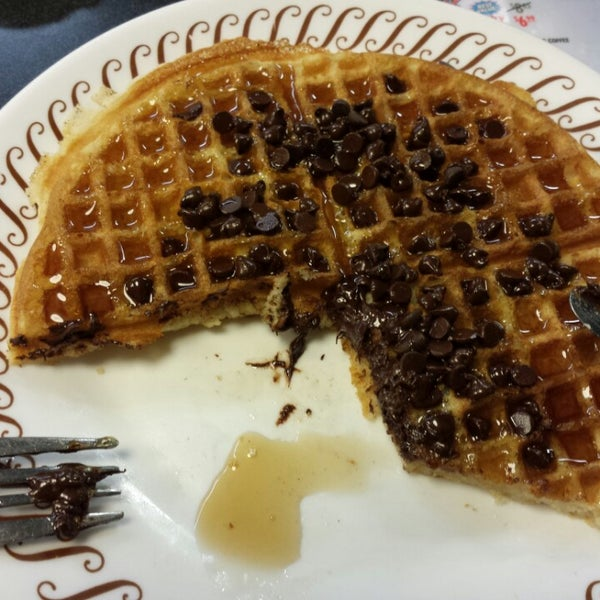 Photo taken at Waffle House by Alex G. on 12/23/2013