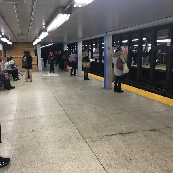 Photo taken at SEPTA MFL/TRL 15th Street Station by Charles M. on 12/21/2016