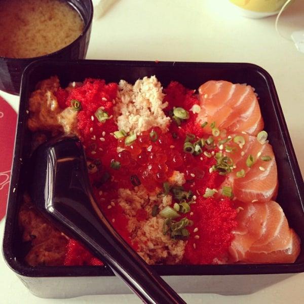 Photo taken at Sakae Sushi by Vina H. on 6/8/2013