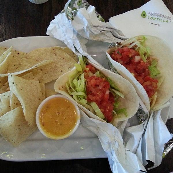 Foto tirada no(a) California Tortilla por Lou-Ann S. em 6/4/2013