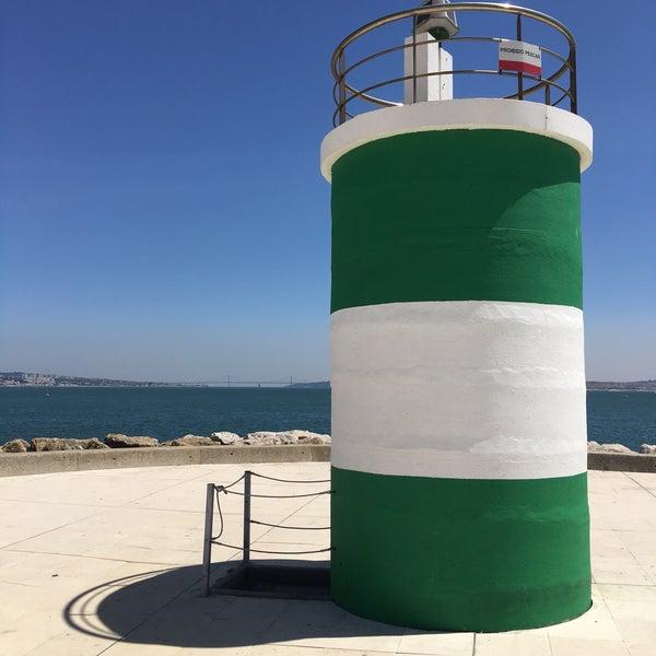 Foto tirada no(a) Porto de Recreio de Oeiras por Michael E. em 8/14/2017