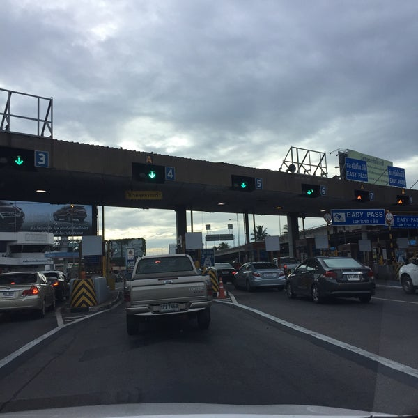 Photo taken at Dao Khanong Toll Plaza by Cherd K. on 8/25/2015