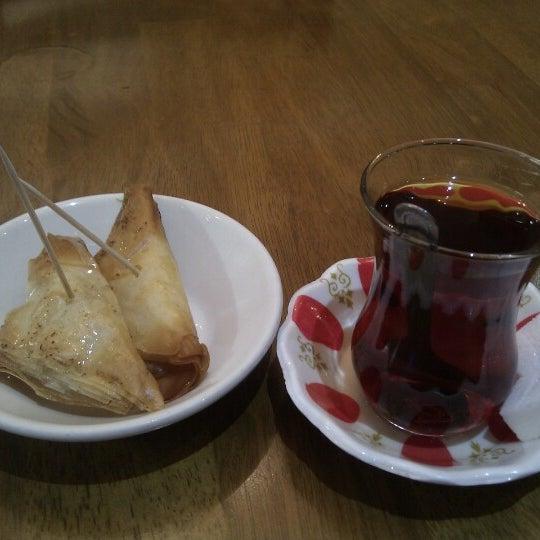 1/17/2013 tarihinde Yasinziyaretçi tarafından Hala Restaurant'de çekilen fotoğraf