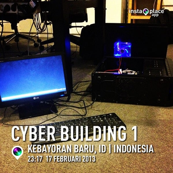 Photo taken at Gedung Cyber 1 (Elektrindo) by Widodi H. on 2/17/2013