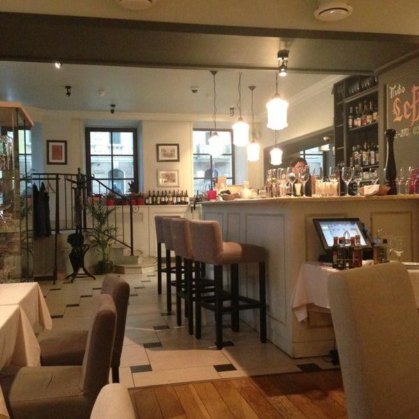 Foto tomada en Romeo's Bar & Kitchen por Alena🍃 el 7/23/2013