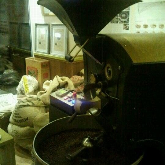 Das Foto wurde bei Die Kaffee Privatrösterei von Alex H. am 11/30/2012 aufgenommen