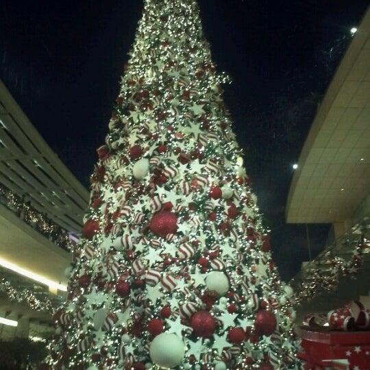 Foto tomada en Antara Fashion Hall por Guillermo G. el 12/17/2012