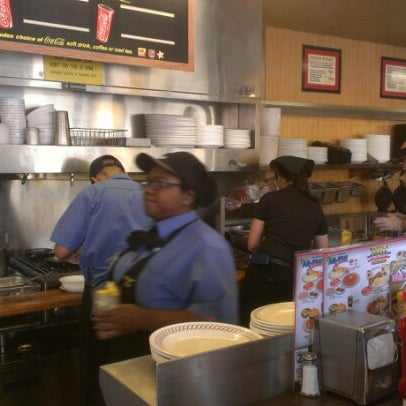 Photo taken at Waffle House by Kelli B. on 12/1/2012
