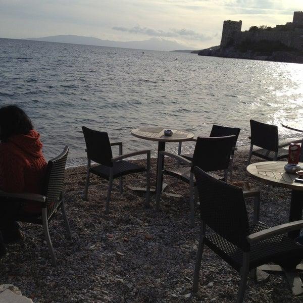 2/24/2013 tarihinde Erkan K.ziyaretçi tarafından Moonlight Cafe Bar'de çekilen fotoğraf