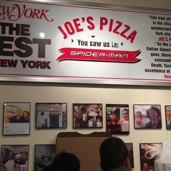 Foto tomada en Joe's Pizza por Sarah F. el 3/30/2018