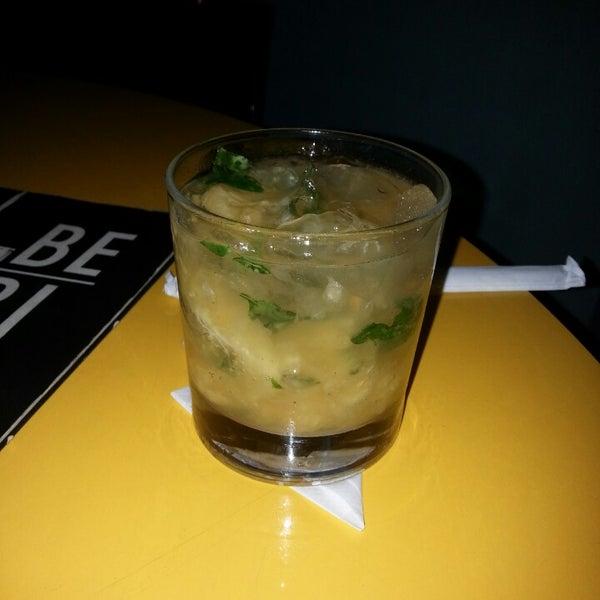 Foto tirada no(a) Meza Bar por Klinger A. em 3/22/2013