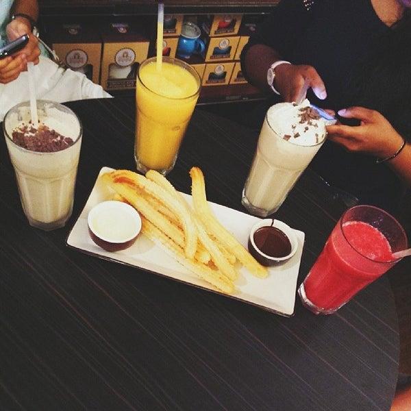 Foto diambil di Chocolateria San Churro oleh Suzie Y. pada 3/9/2014