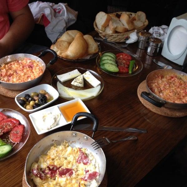 9/27/2014 tarihinde didem b.ziyaretçi tarafından Café Faruk'de çekilen fotoğraf