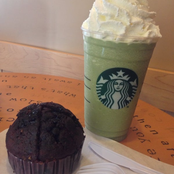 Photo taken at Starbucks by Klao E. on 9/1/2013