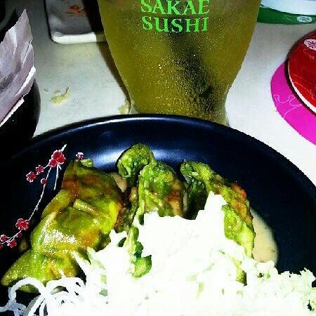Photo taken at Sakae Sushi by Amy 💖 pat on 8/9/2013