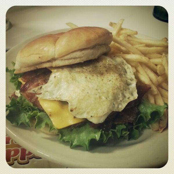 Photo taken at Steak 'n Shake by Cruise R. on 10/11/2012