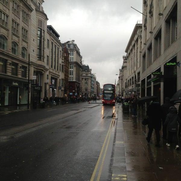 Photo taken at Oxford Street by Kadir ÖZHAN on 3/17/2013