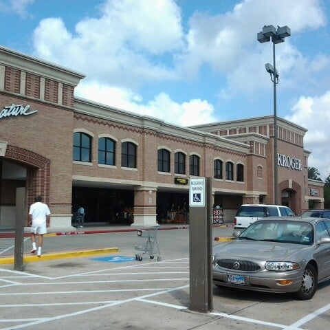 Photo taken at Kroger by Vanesa V. on 9/22/2012