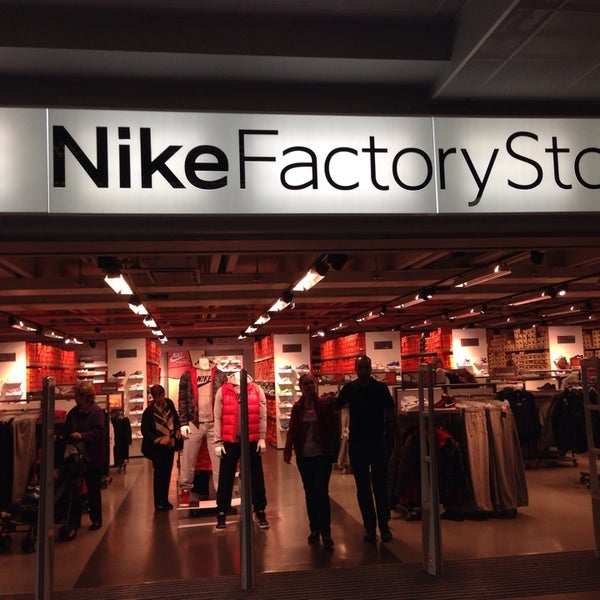 Nike factory store mendrisio ticino for Milan factory outlet