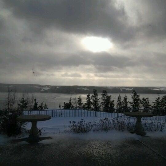 Foto diambil di Auberge La Tourelle du Fjord oleh Julie pada 12/24/2012