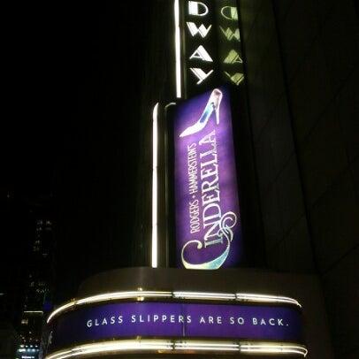 2/8/2013にJenn P.がBroadway Theatreで撮った写真