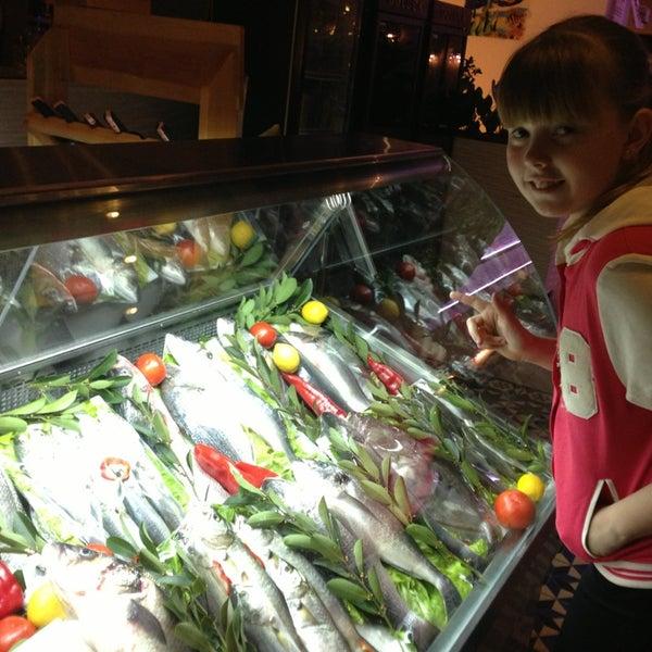 1/22/2013 tarihinde Оксаша  .ziyaretçi tarafından Foça Fish Gourmet'de çekilen fotoğraf
