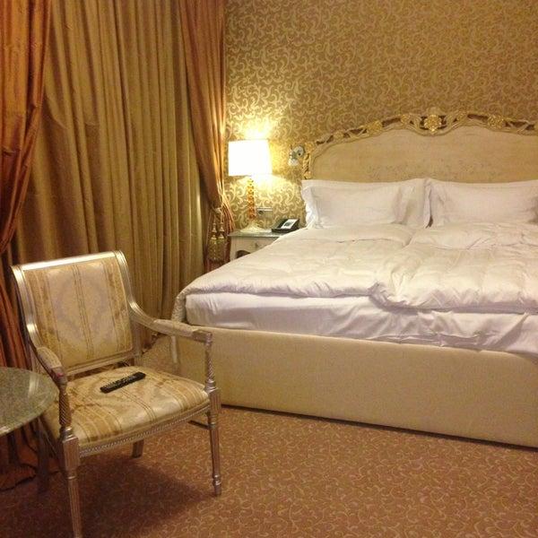 Foto scattata a Radisson Royal Hotel da Anya S. il 7/27/2013