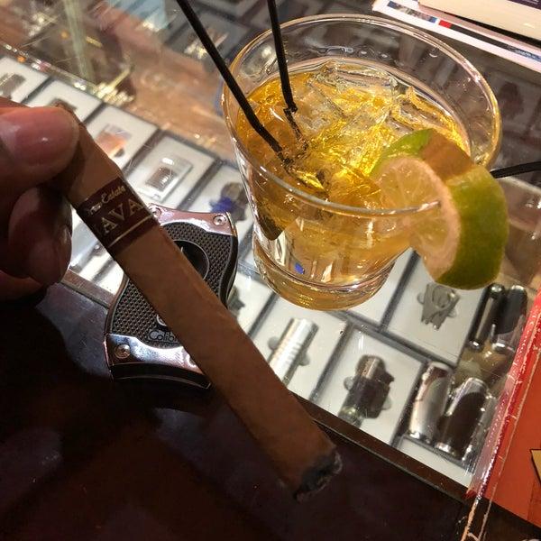 รูปภาพถ่ายที่ TG Cigars โดย Lukesan 3. เมื่อ 12/28/2017