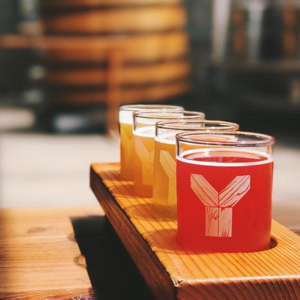 6/11/2017 tarihinde Heather M.ziyaretçi tarafından Yachats Brewing + Farmstore'de çekilen fotoğraf