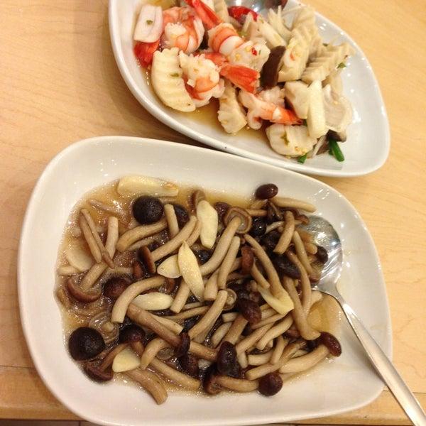 Снимок сделан в Jantanee Restaurant пользователем ปิ่น น. 1/5/2013