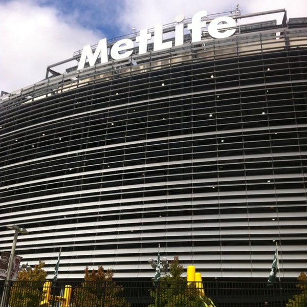 Photo taken at MetLife Stadium by Glenn I. on 10/13/2013