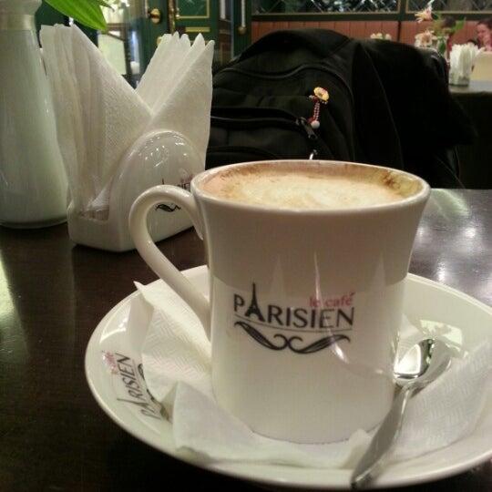 Снимок сделан в Le Café Parisien пользователем Iuliana A. 3/1/2013