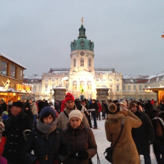 Photo taken at Weihnachtsmarkt vor dem Schloss Charlottenburg by Ton K. on 12/9/2012